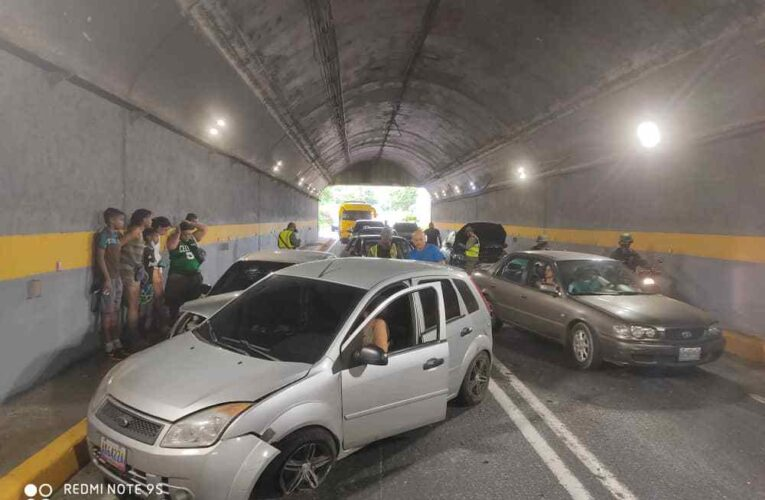 Triple choque dejó dos heridos en Boquerón II