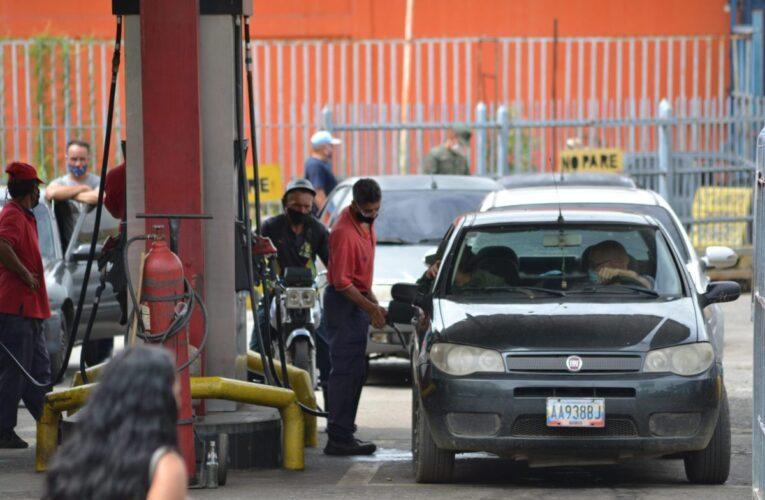 Maduro asegura que Venezuela ya produce la gasolina necesaria