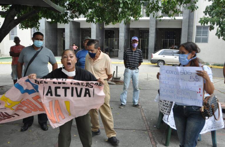 Gremios protestaron en el Seguro para exigir salarios dignos