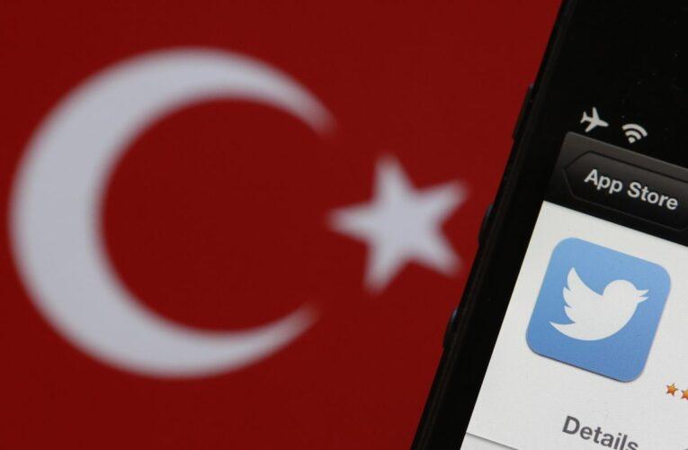 Turquía impone multas millonarias a redes sociales