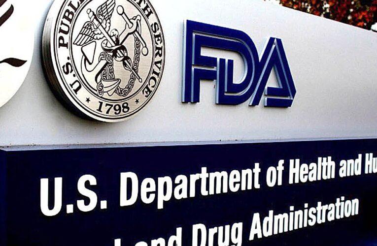 FDA analiza resultados de la vacuna de Pfizer