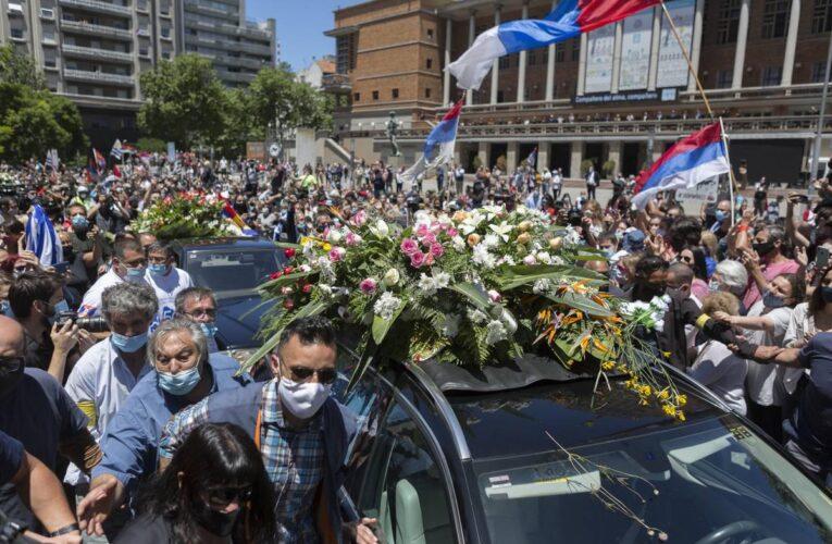 Miles de uruguayos despidieron al ex presidente Tabaré Vázquez