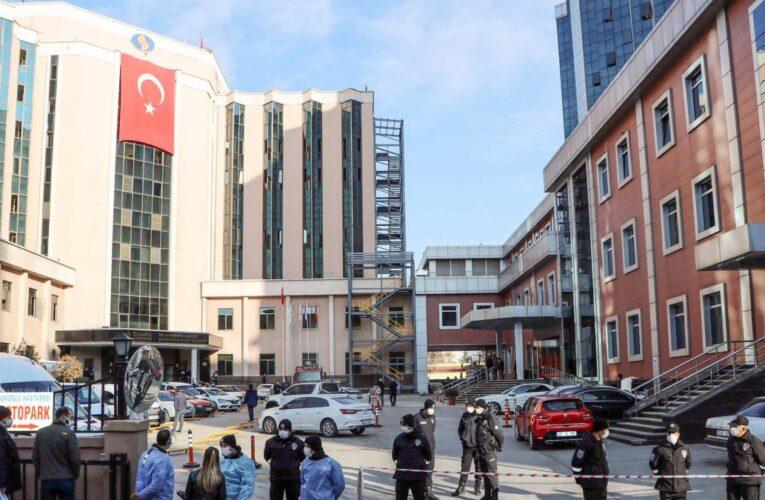 Mueren 8 pacientes con covid en incendio de hospital en Turquía