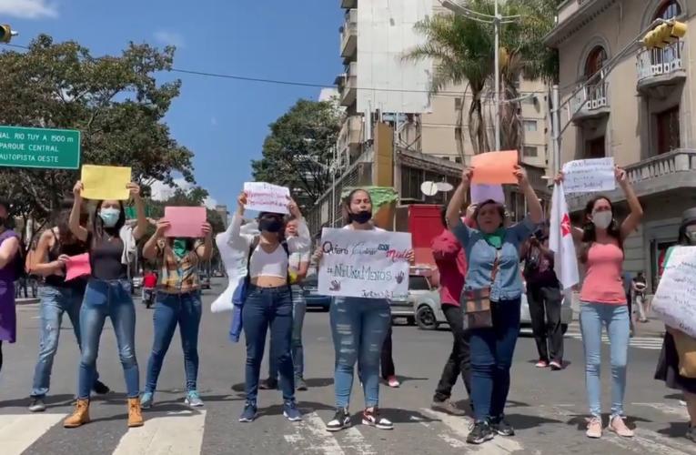 Feministas protestan contra la pandemia de femicidios que hay en Venezuela