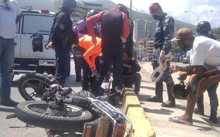 Motorizado chocó con un carro en playa San Luis