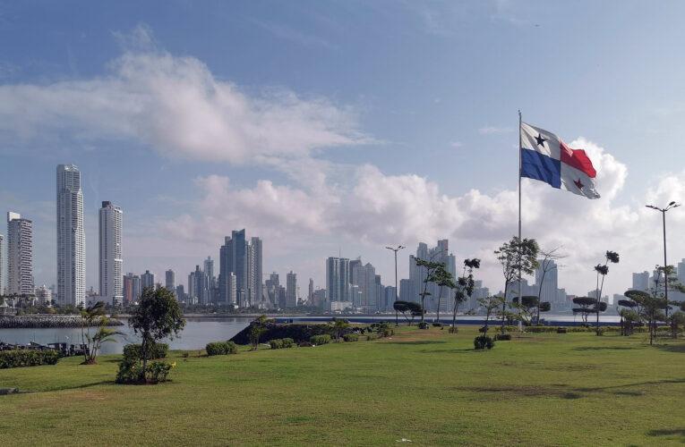 Panamá reabre su economía tras caída de contagios