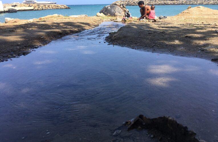 200 familias en Quebrada La Iguana toman agua de un tubo roto