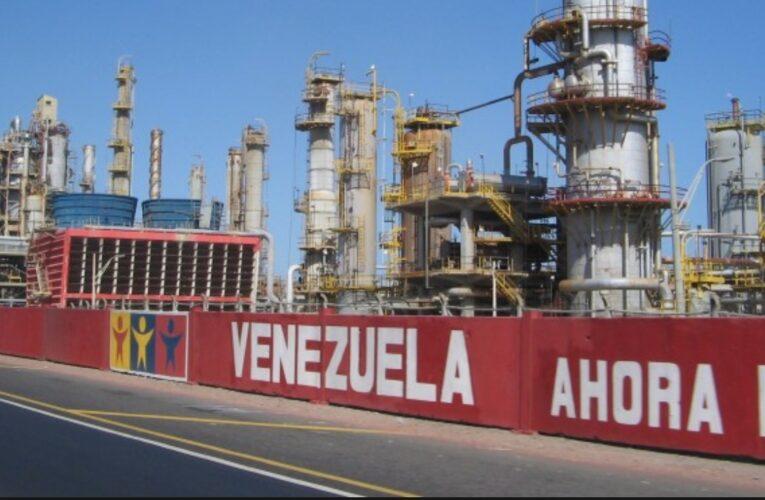 Paralizada la producción de gasolina
