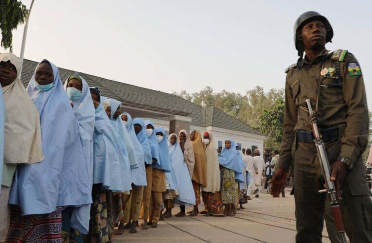 Liberan a 279 alumnas secuestradas en Nigeria