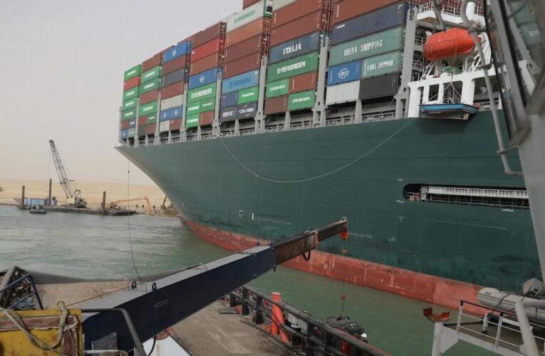 Fracasa nuevo intento de desbloquear el canal de Suez
