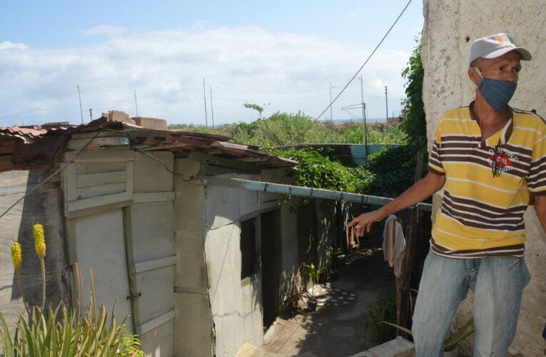 10 familias en Atanasio Girardot exigen las viviendas que les prometieron