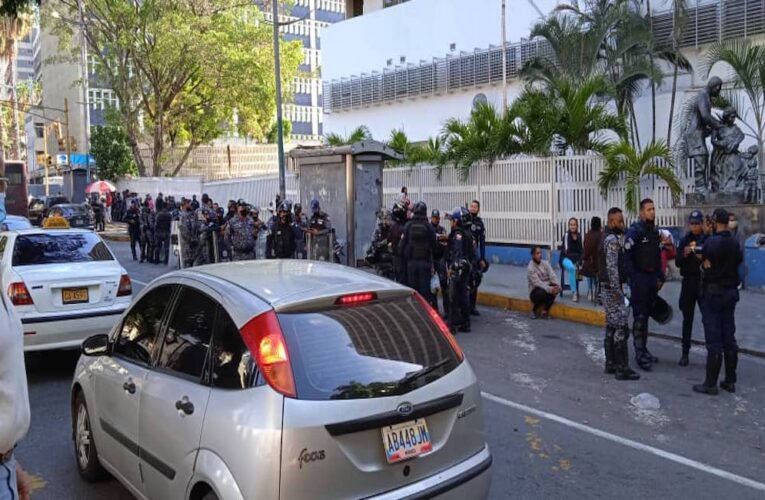 Asamblea en el J. M. de los Ríos por la muerte por covid de 2 trabajadoras