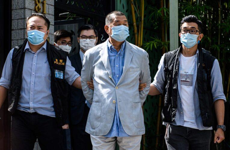 Hong Kong condena a 14 meses de cárcel a magnate por participar en protestas
