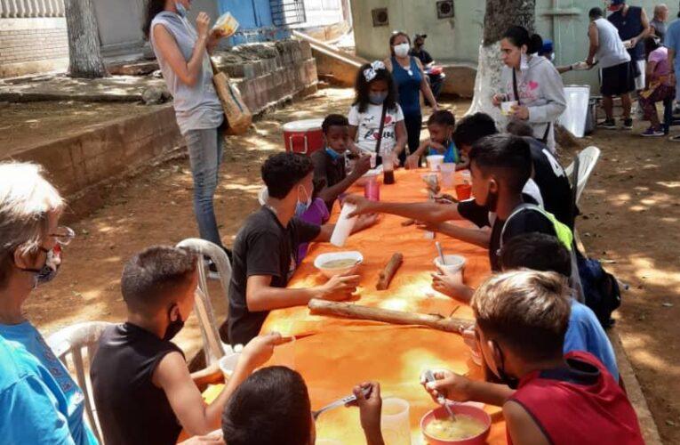 Aviación Social repartió 280 tazas de sopa en su comunidad y hospitales