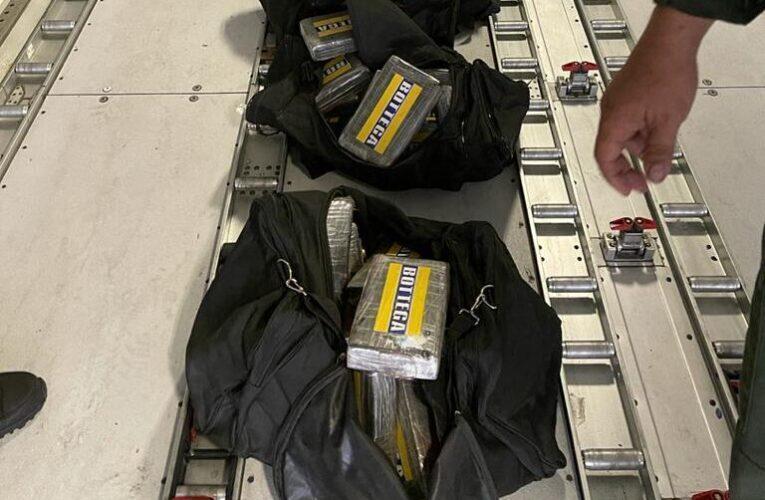 Incautan 124 panelas de cocaína en el Aeropuerto