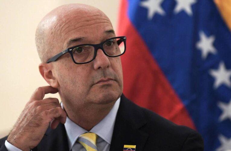 Renunció Simonovis: Mantendré intacto mi compromiso con el país