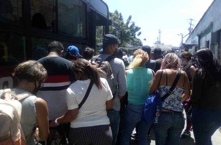Sigue el paro en La Caracas-La Guaira y no hay diálogo entre las partes