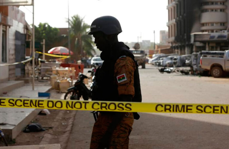 Extremistas matan 100 civiles en Burkina Faso