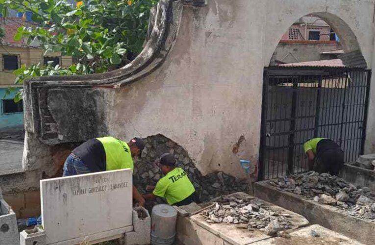Recuperan seis cementerios tras años de abandono