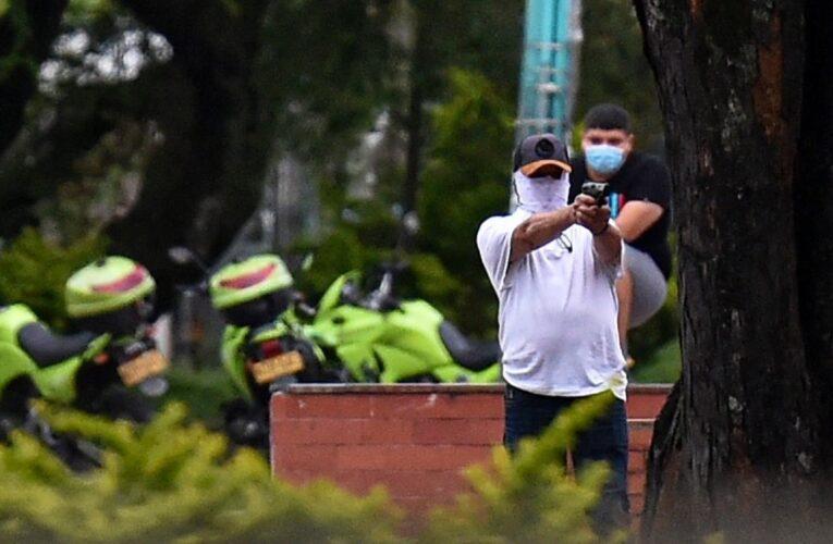 Colombia: 2 civiles muertos y 4 policías heridos en Cali