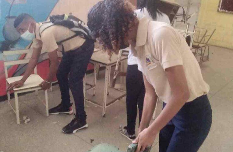 Reparan escuelas y liceos con miras al reinicio de las clases presenciales