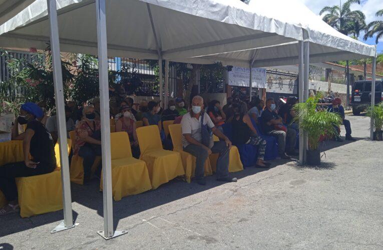Están aplicando segunda dosis de Sinopharm en SC de Caraballeda