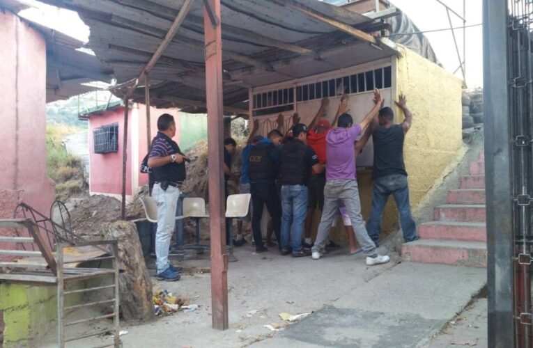 Dispositivo de seguridad en la Caracas-La Guaira tras enfrentamientos en la capital