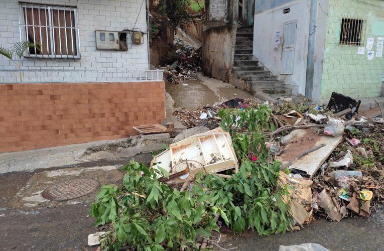 La basura tomó la calle en Alcabala Vieja