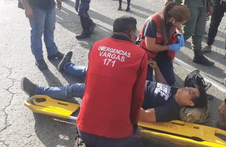 Dos motorizados se estrellaron contra un camión en la avenida El Ejército