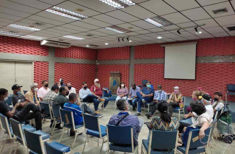 Olivares presenta su proyecto político al Frente Amplio