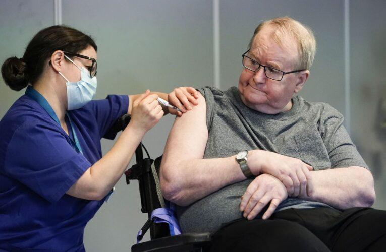 Dos dosis de vacuna protegerían contra la variante delta