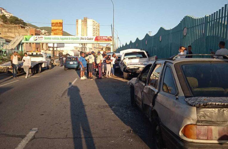 Silverado chocó 4 carros en cola por gasolina en Maiquetía