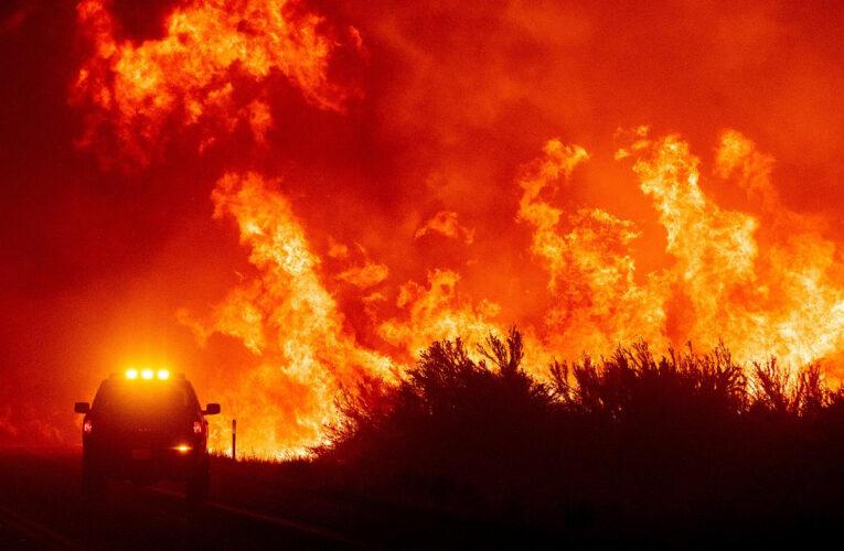 Incendio en California triplica su tamaño y miles evacúan