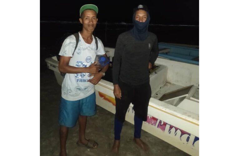 Rescatan en altamar a pescadores de Arrecife