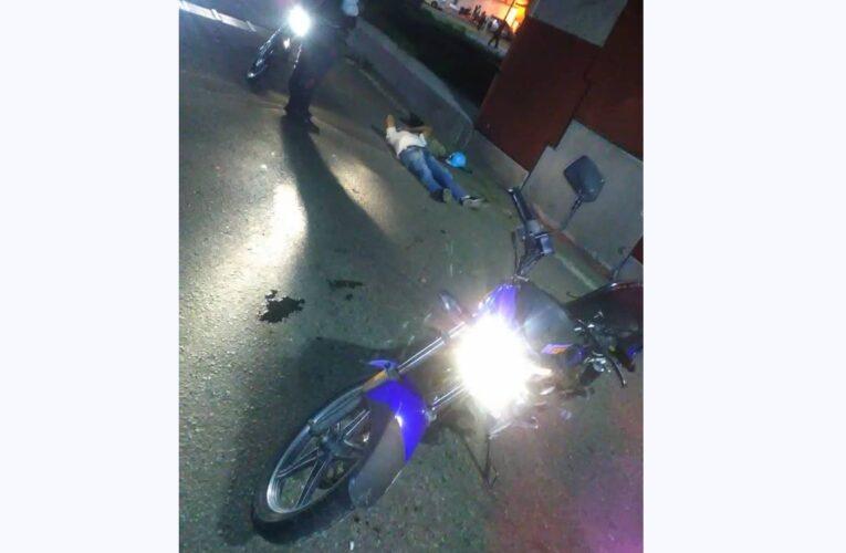 Impactó su moto contra una viga del elevado de Pariata