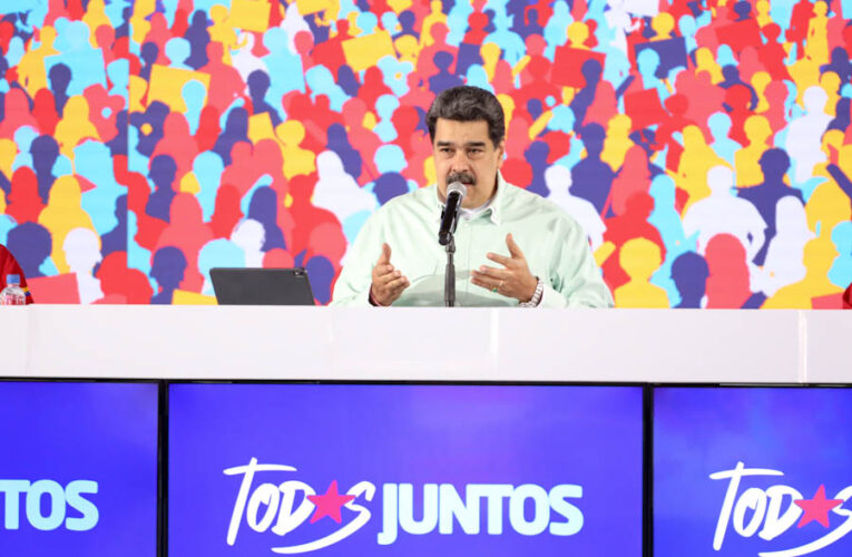 Maduro celebra firma de acuerdo de entendimiento con la oposición