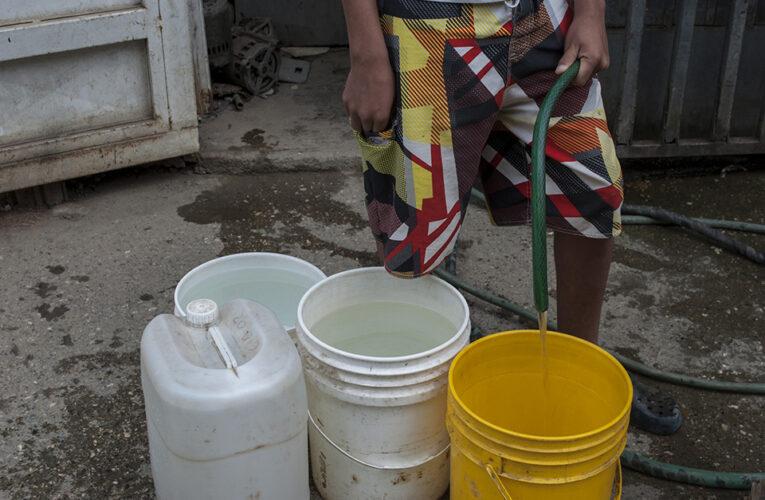 Guaireños hartos de la escasez de agua claman a los gobernantes por soluciones