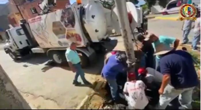 Seguridad Ciudadana e Hidrocapital atienden bote de aguas negras
