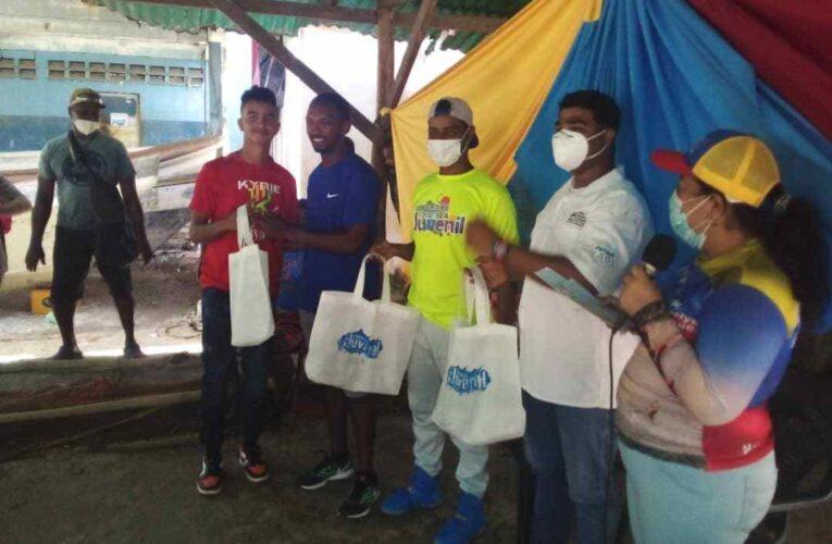 Ministerio de Pesca entregó kits a 35 jóvenes de Caruao