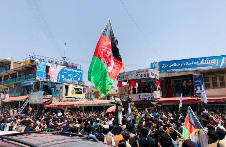 Talibanes matan a 3 manifestantes