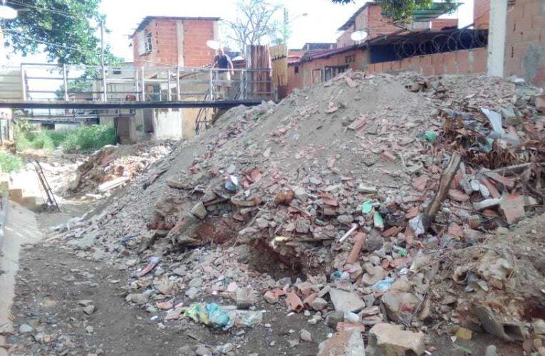 Barrio Aeropuerto pide al Gobernador cumplir y mandar a limpiar la Quebrada Los Cascabeles