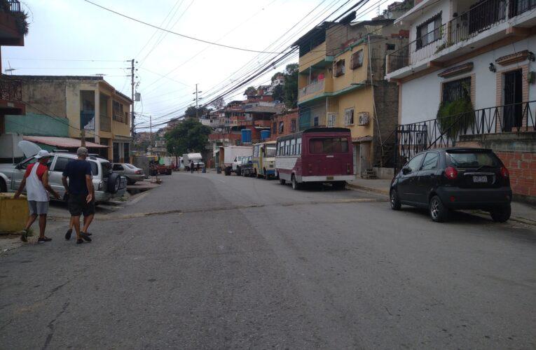 7 meses sin agua en Montesano y cuando llega dura media hora