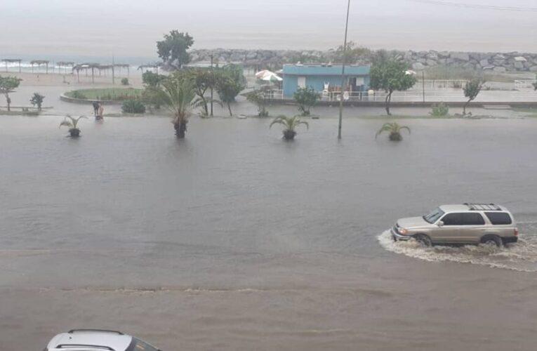 Alerta por riesgo de inundaciones en La Guaira y 8 estados más