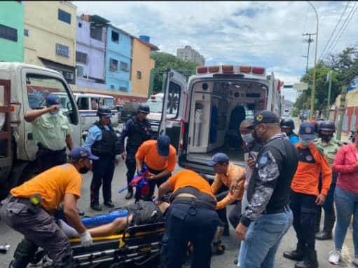 Herido motorizado al chocar contra camión de Pdvsa Gas