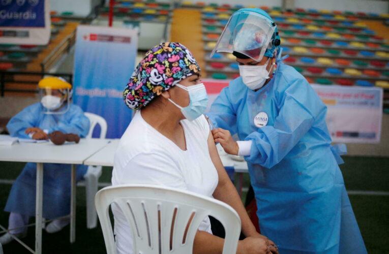 Perú aplicará tercera dosis a población de alto riesgo