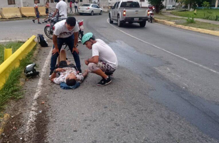 Derrapó motorizado cerca de La Guzmania