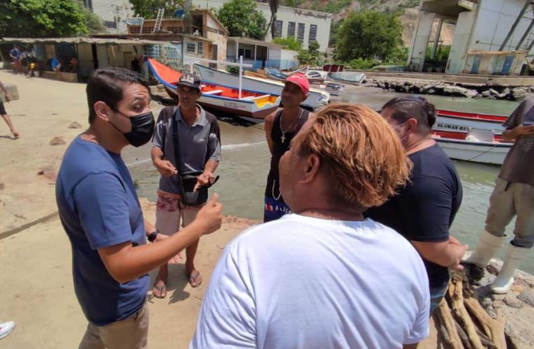 Olivares presenta propuestas a pescadores en Arrecife