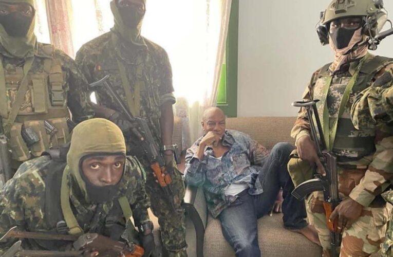 Dan golpe de Estado en Guinea y detienen al presidente