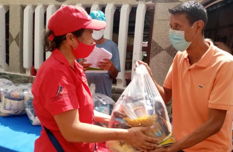 318 familias en Carayaca recibieron alimentos