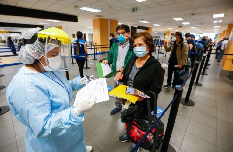 Exigirán tarjeta de vacunación completa para ingresar a Perú